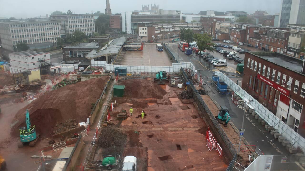 Des archéologues découvrent les restes d'un complexe militaire romain en Angleterre