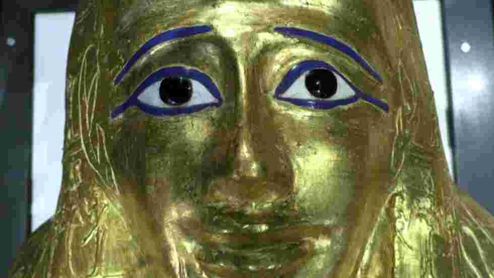 Egypte : dérobé en 2011, le somptueux sarcophage doré de Nedjemankh est de retour au Caire