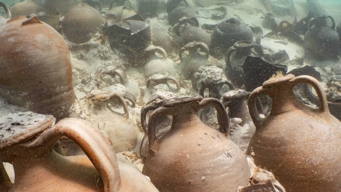 Des archéologues découvrent des amphores préservées dans une épave romaine vieille de 1700 ans