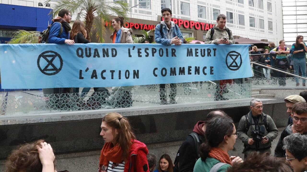 """Climat: occupation écolo d'un """"temple de la consommation"""""""