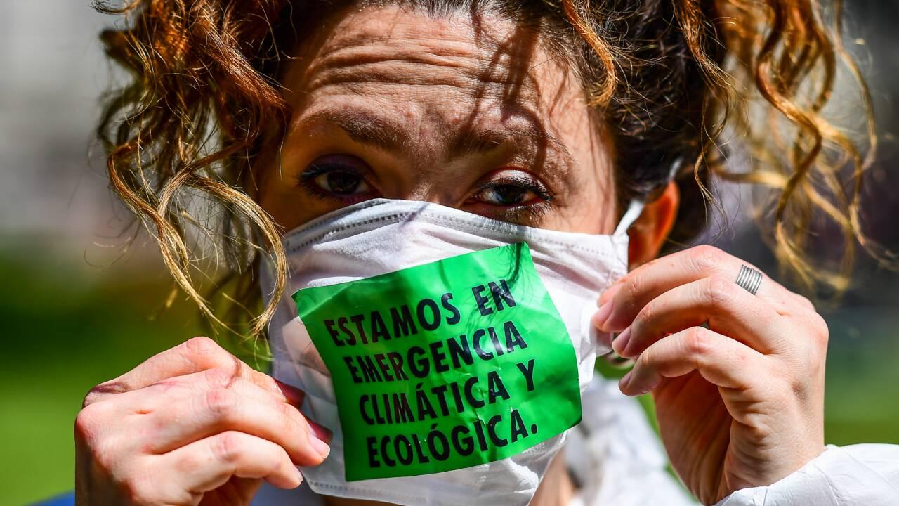 Climat: Extinction Rebellion manifeste à travers le monde, arrestations en série
