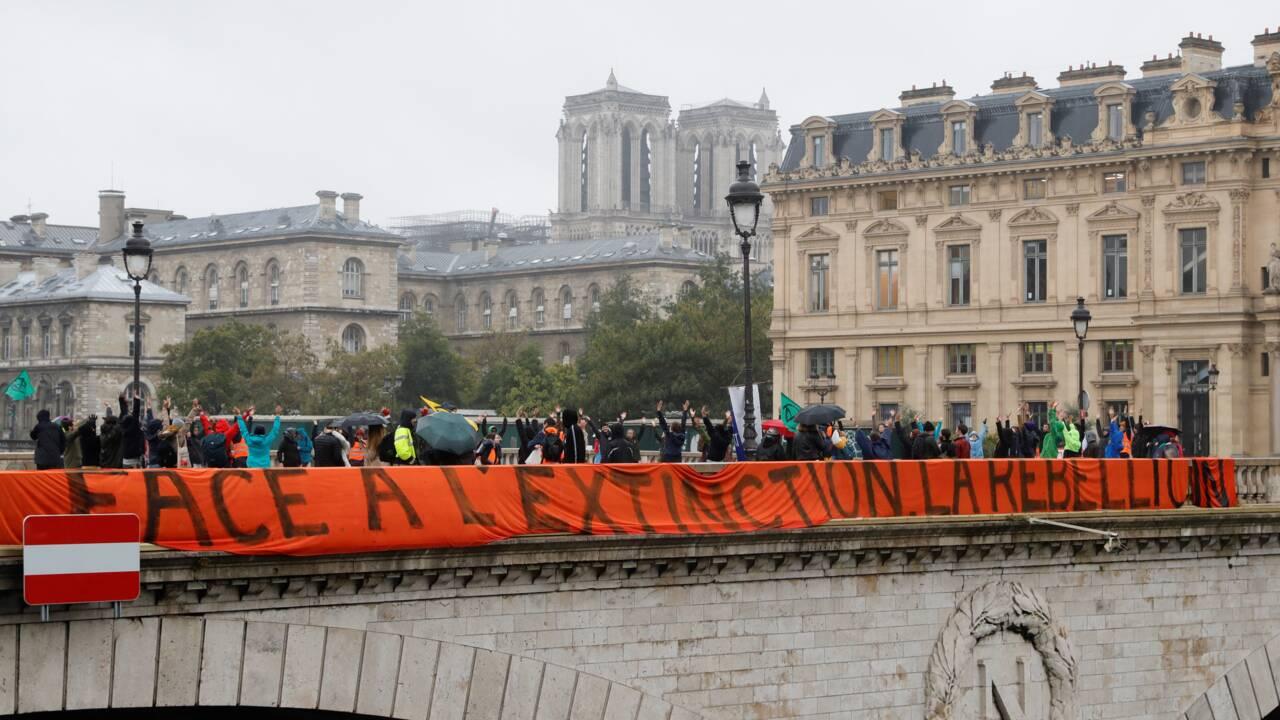 Extinction Rebellion: deuxième jour de blocage au centre de Paris