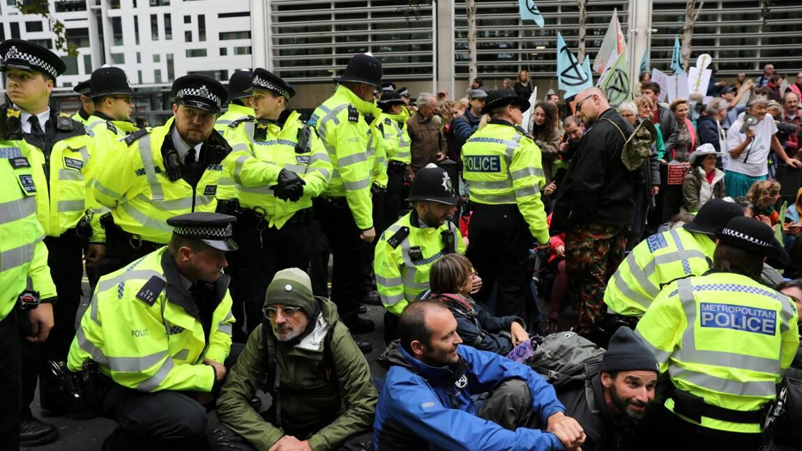 La police évacue des militants d'Extinction Rebellion à Londres
