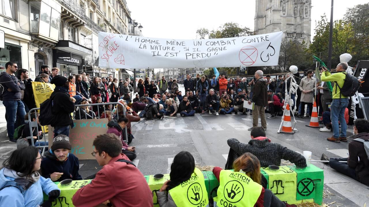 """Climat: Extinction Rebellion va lever """"la majorité"""" de son campement parisien"""