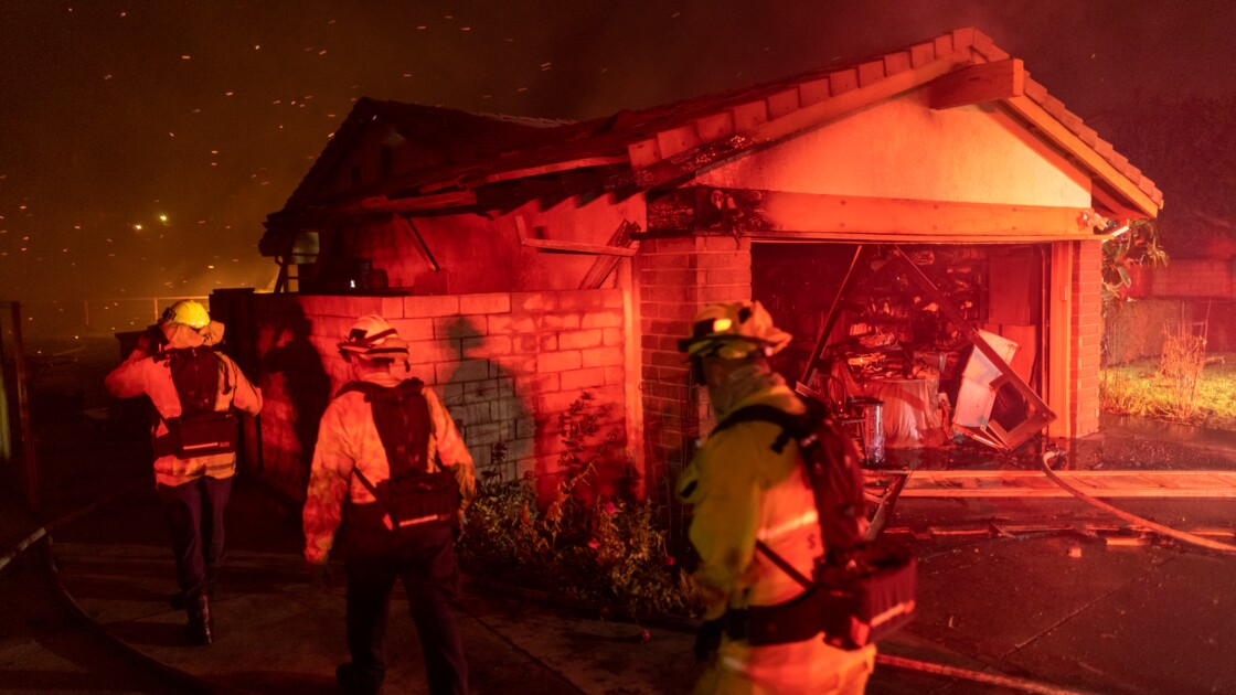 Incendies en Californie: 2 morts, 100.000 évacuations préventives près de Los Angeles