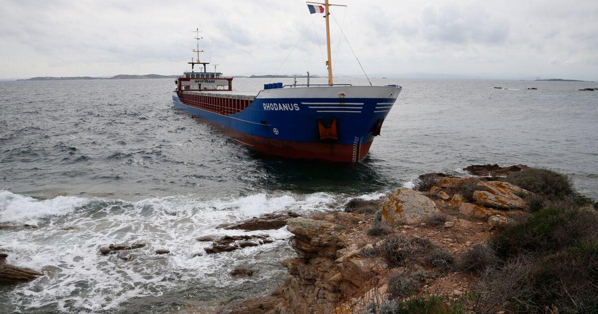 """Le cargo échoué à Bonifacio doit être """"allégé"""" pour être dégagé"""