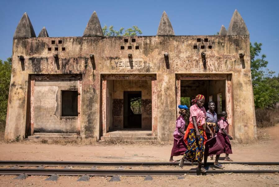 Des gares de l'époque coloniale désormais abandonnées