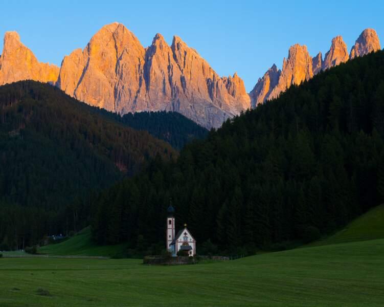 Murailles verticales, falaises abruptes, un des plus beaux paysages de montagne