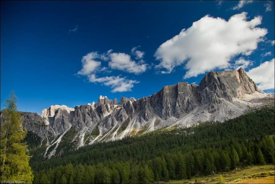 Les falaises verticales du Lastoni Di Formin