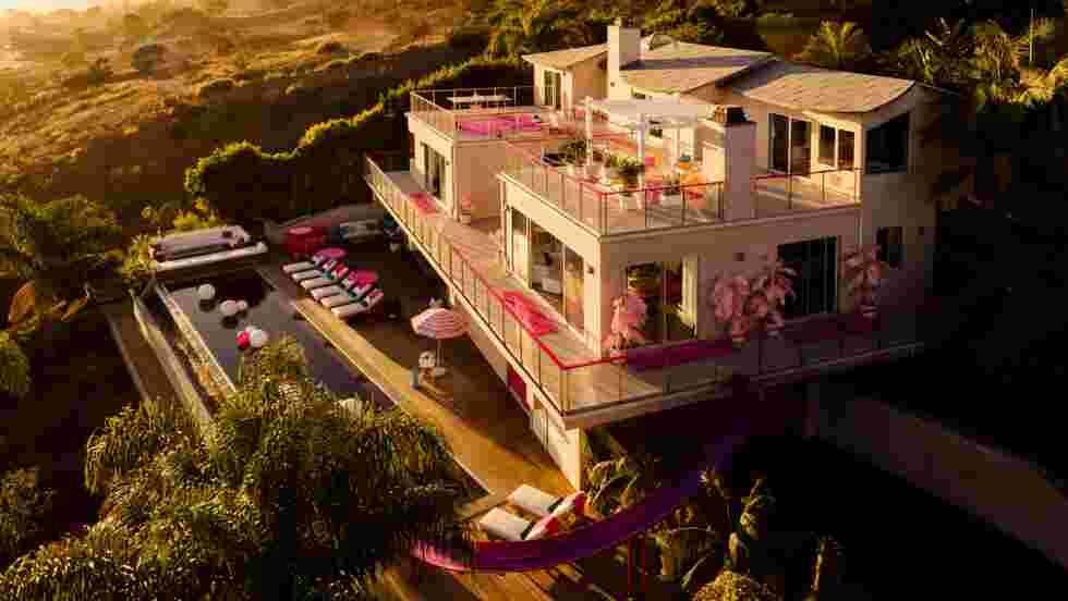 Airbnb vous propose de séjourner dans la maison de Barbie à Malibu