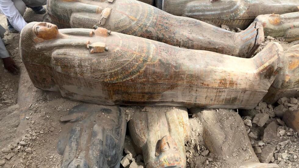 Les archéologues découvrent une trentaine de sarcophages bien préservés à Louxor