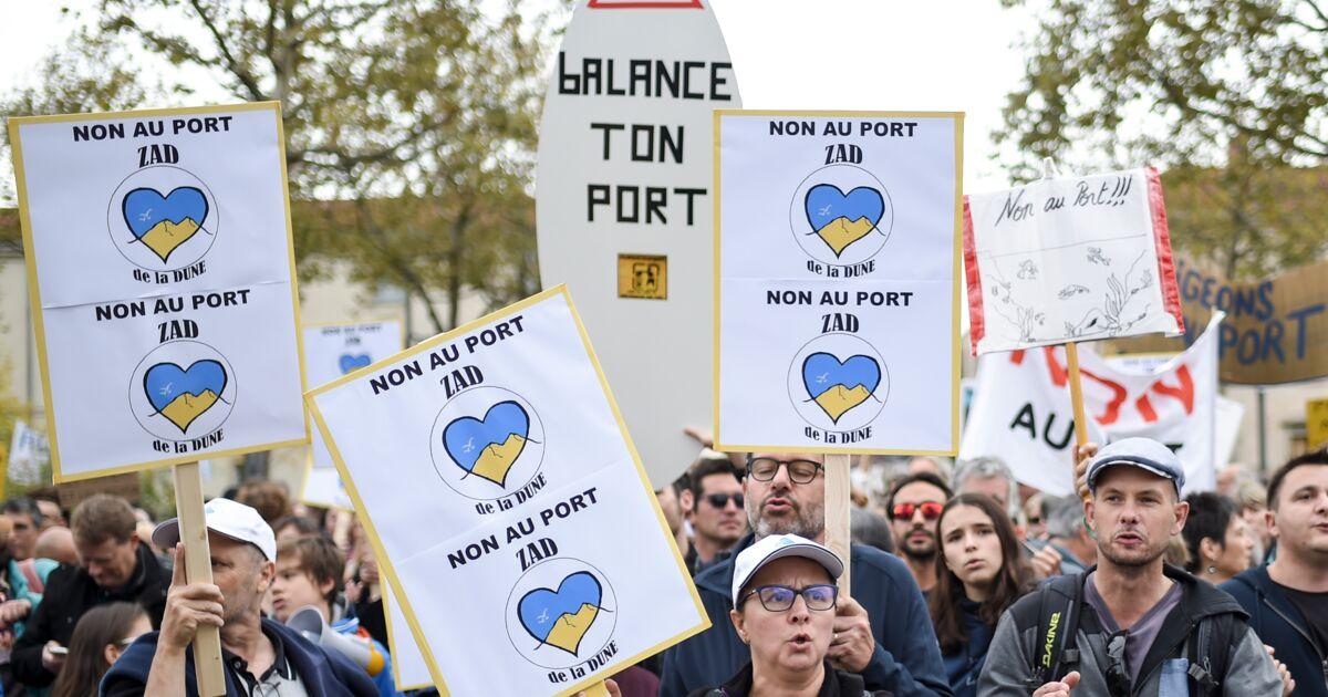 """""""Balance ton port!"""": 1.400 personnes à la Roche-sur-Yon pour défendre le littoral vendéen"""