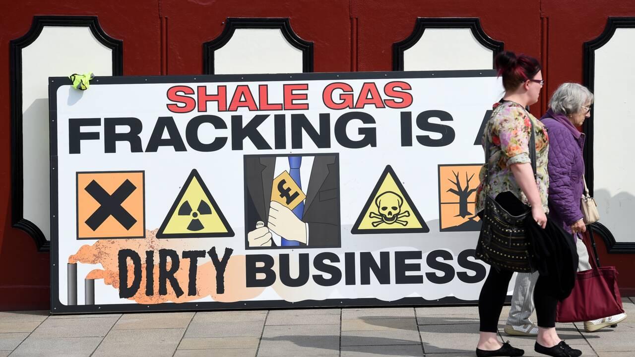 Gaz de schiste : Londres suspend la fracturation hydraulique par crainte des séismes