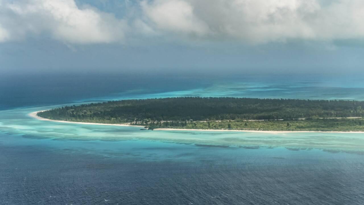Dans l'océan Indien, Macron promeut la biodiversité sur une plage déserte