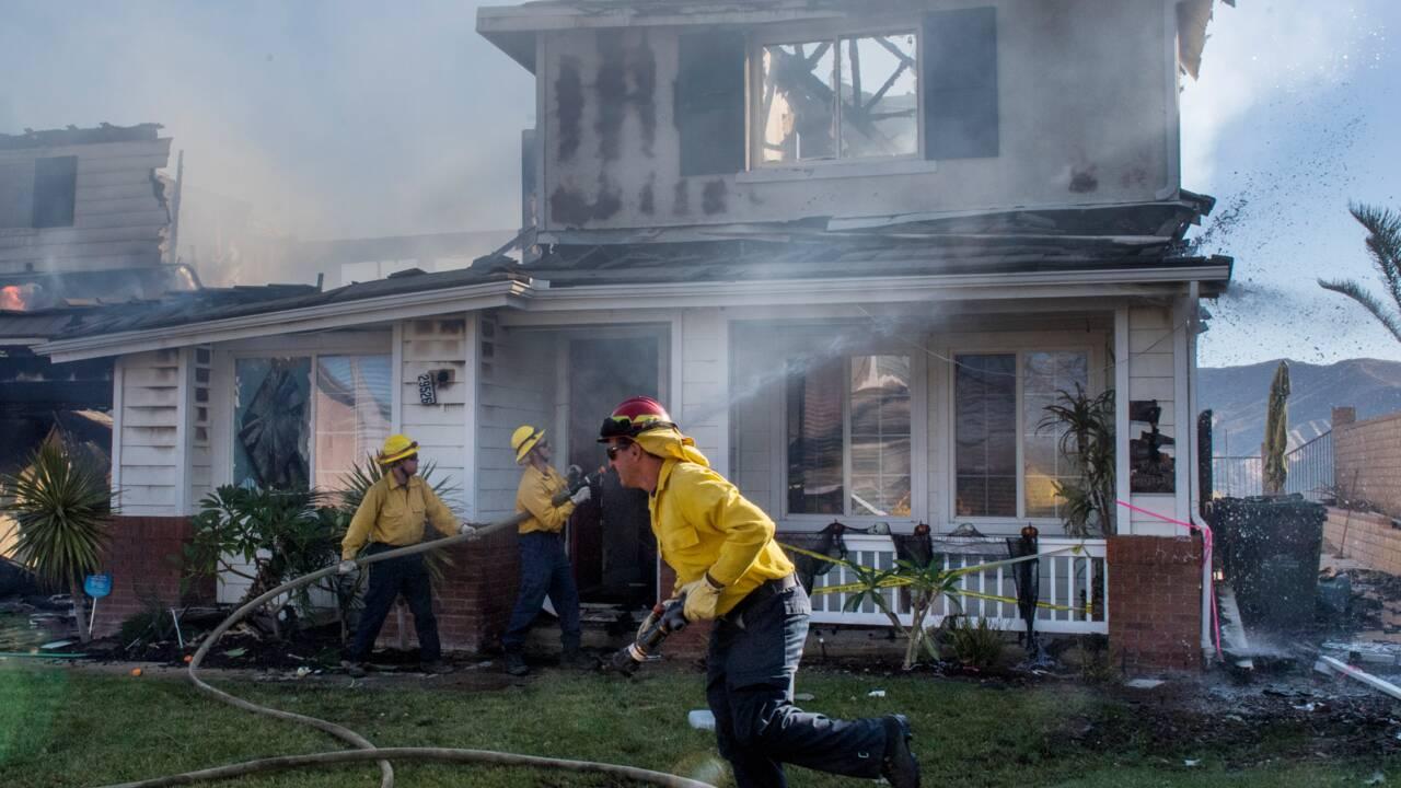 """Incendies en Californie: nouveaux ordres d'évacuation, des vents """"potentiellement historiques"""" attendus"""