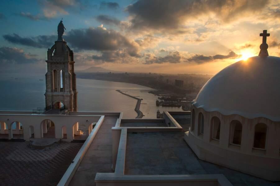 Oran « la radieuse » et le dôme du Fort de Santa-Cruz érigé par les Espagnols à la fin du 16e siècle