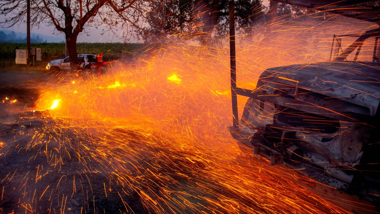 Californie: menacées par les flammes, 180.000 personnes sommées d'évacuer