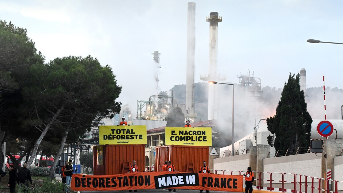 Greenpeace bloque la bioraffinerie de Total à La Mède