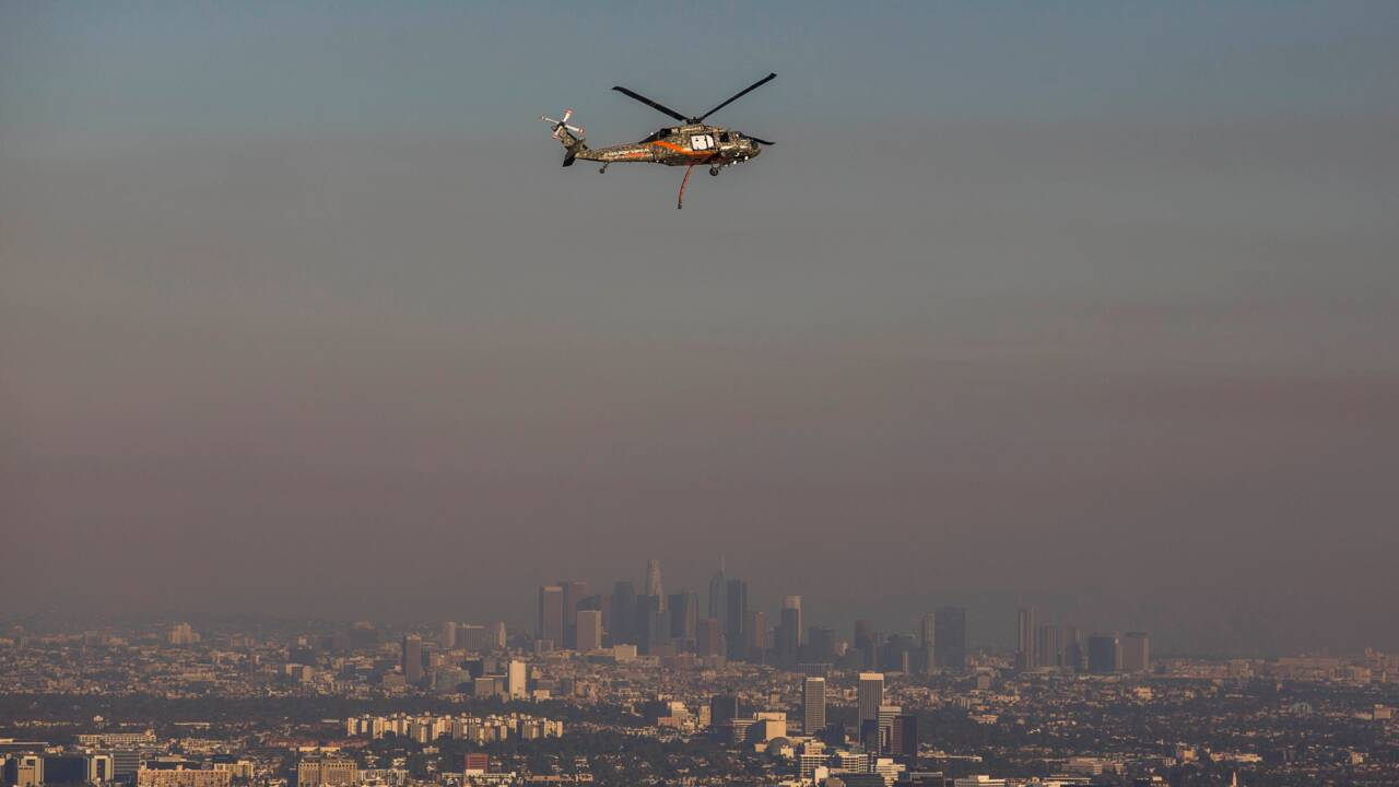 Californie: les pompiers tentent de stopper les feux avant le retour des vents violents