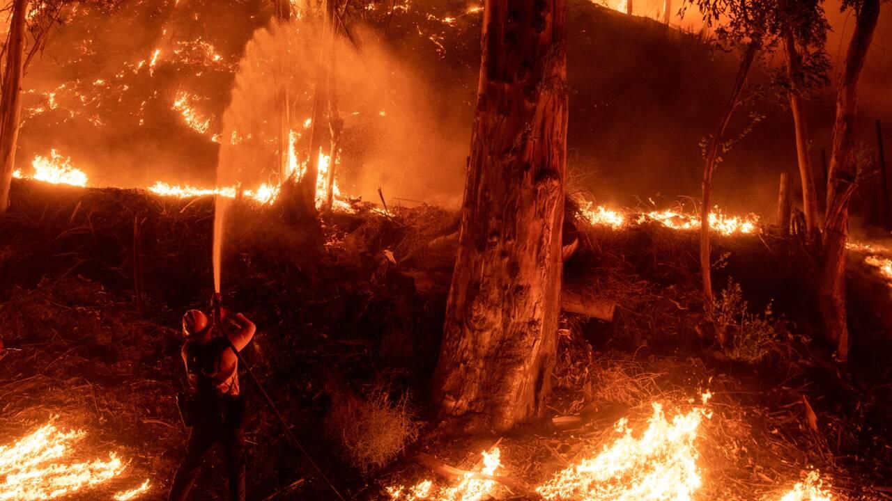 Californie: nouveau départ de feu dans le sud, météo plus favorable
