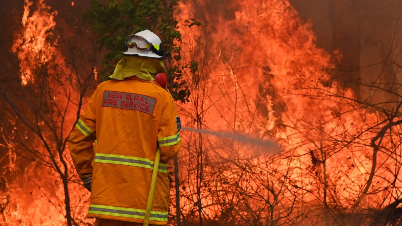 L'Est de l'Australie toujours en feu, 3 morts, 150 maisons brûlées