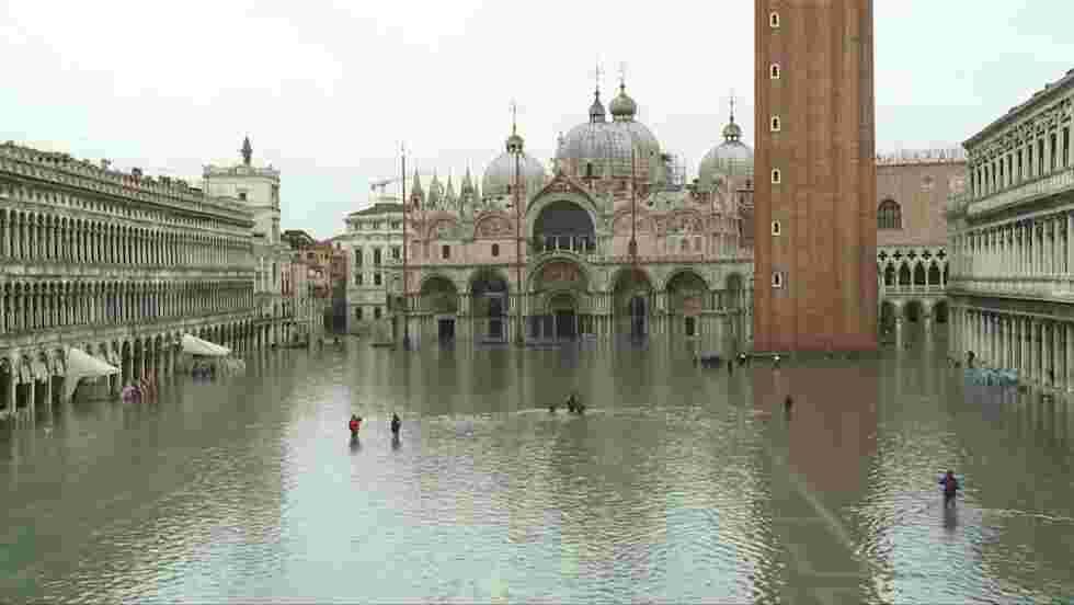Venise à nouveau sous les eaux, la place Saint-Marc fermée