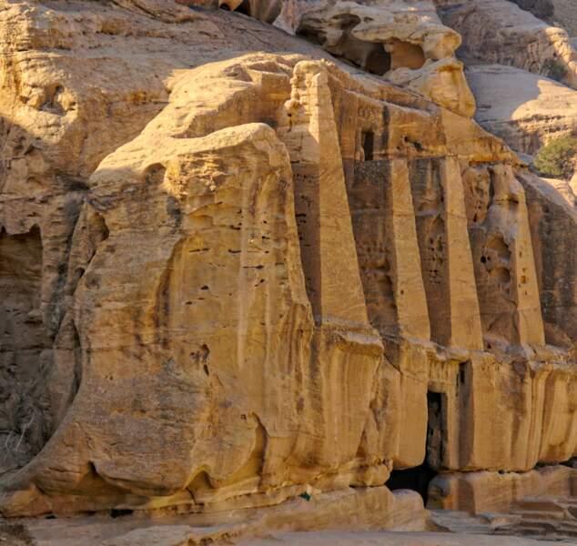 Pétra situé dans le désert sud-ouest jordanien