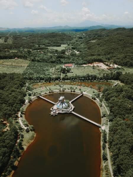 Le sommeil du dragon au parc aquatique au Vietnam