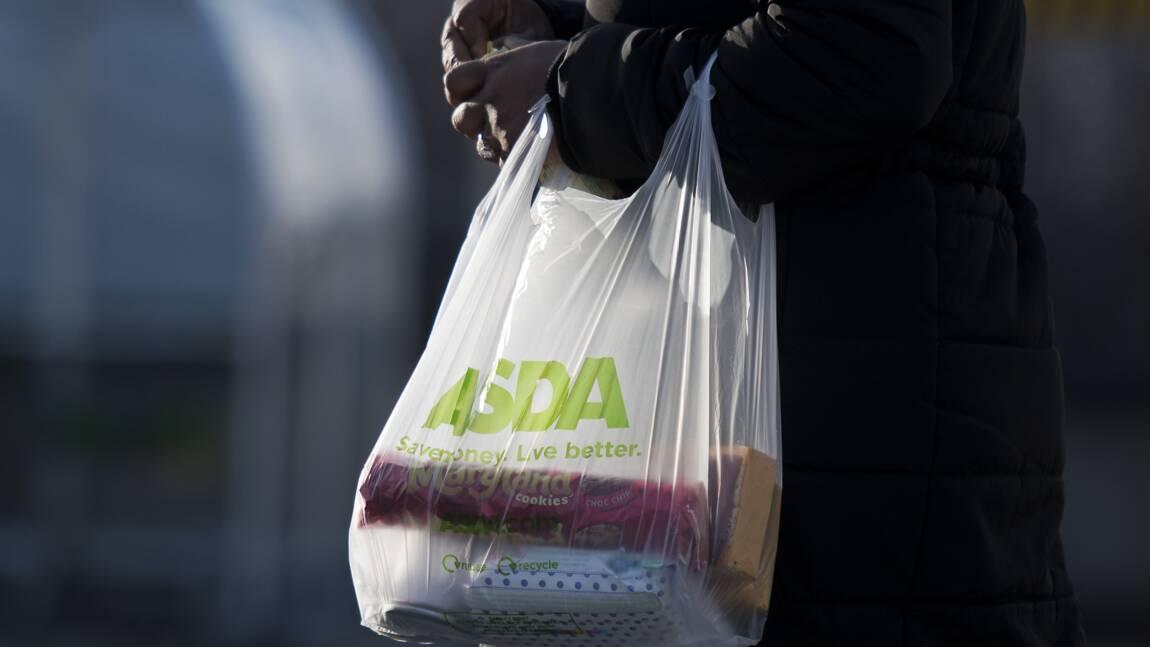 En Grande-Bretagne, les emballages plastiques toujours plus utilisés par les supermarchés