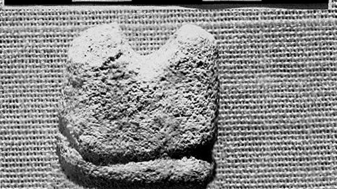 Ce petit fragment de pierre pourrait être la plus vieille pièce d'échecs connue au monde