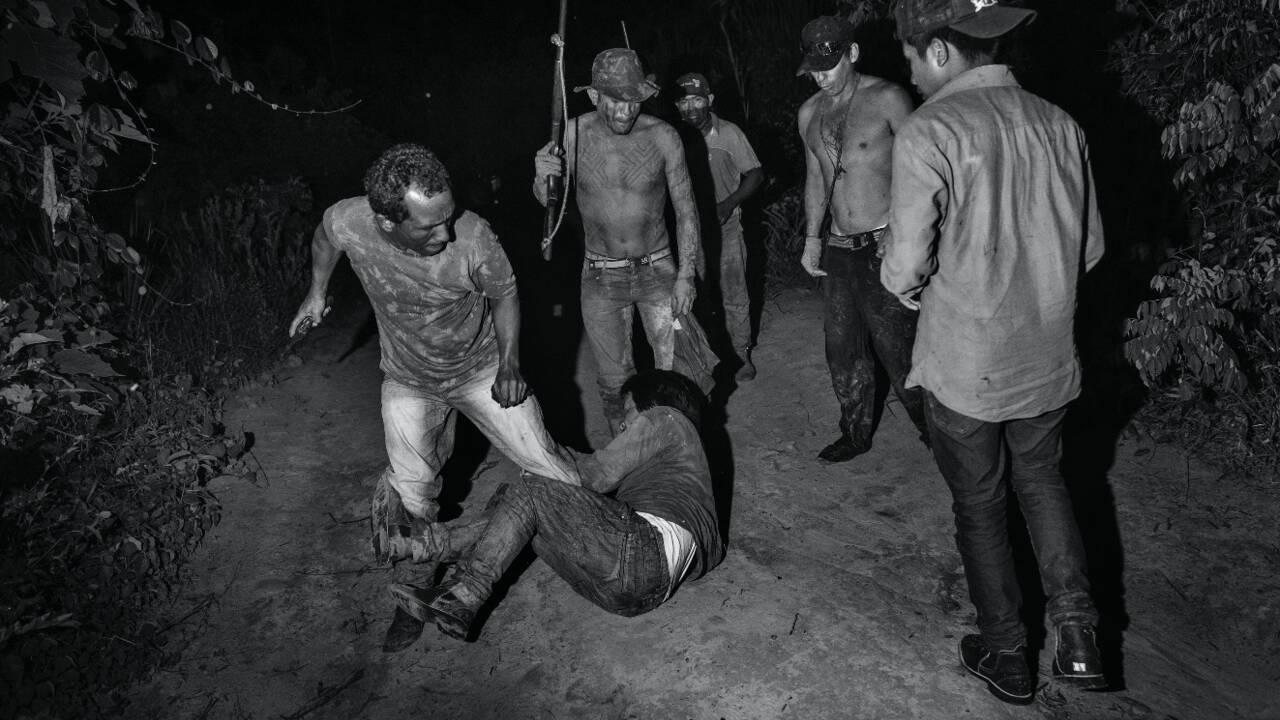 """Brésil : qui sont les """"gardiens de la forêt"""", ces défenseurs autochtones de l'Amazonie ?"""