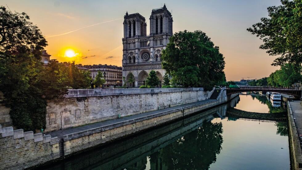 """""""Notre-Dame de Paris, l'Eternelle"""" : la cathédrale magnifiée en 50 photos"""