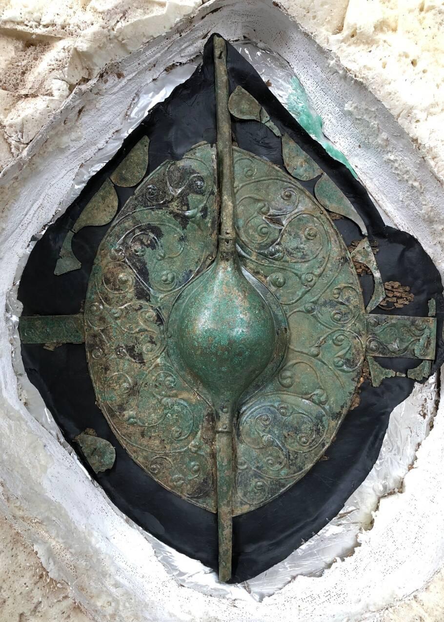 Une tombe celte vieille de 2200 ans révèle un chariot et un bouclier exceptionnel en Angleterre