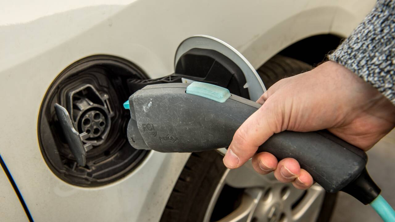 Voitures électriques: le bonus écologique revu à la baisse à partir de 2021