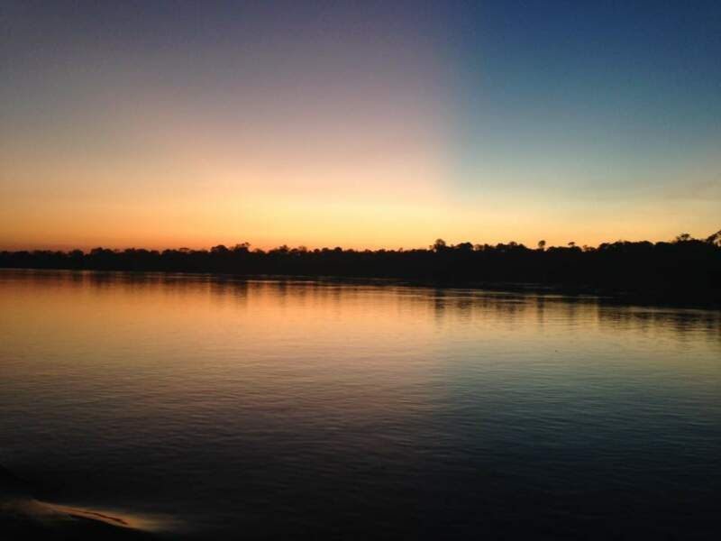 Coucher de soleil sur le Fleuve Amazone aux abords de Manaus