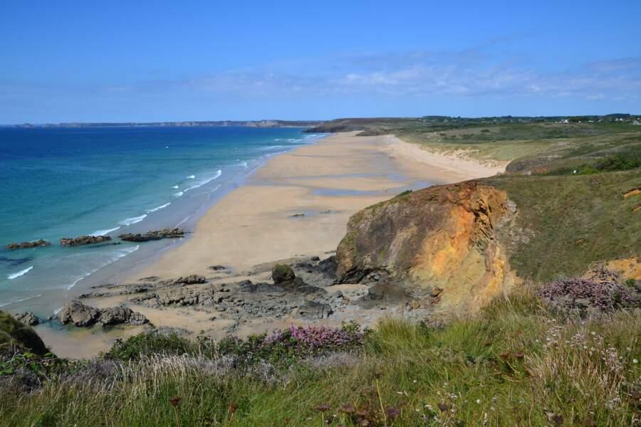 Plage sur la presqu'île de Crozon (Finistère)