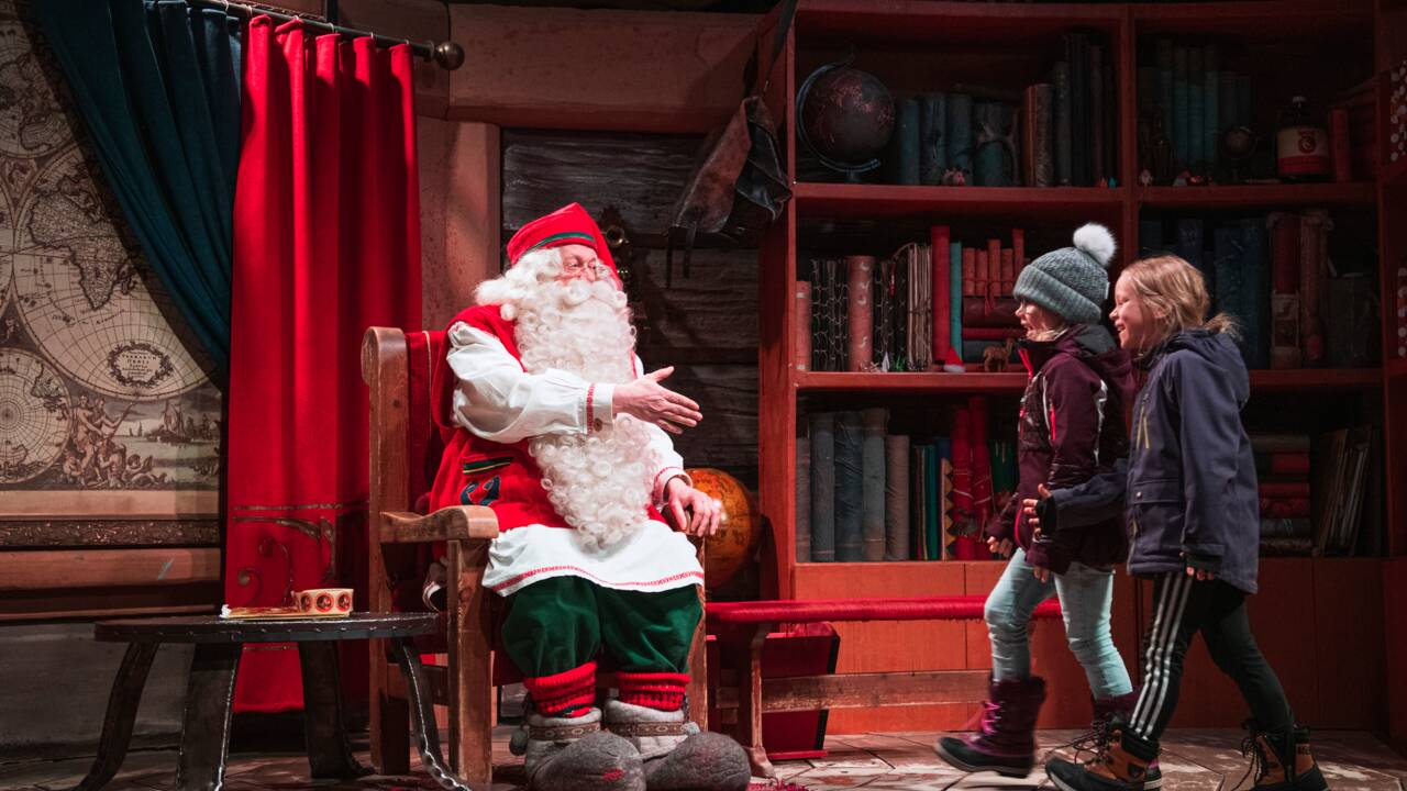 Les touristes, aubaine et malédiction au pays du père Noël et des Lapons