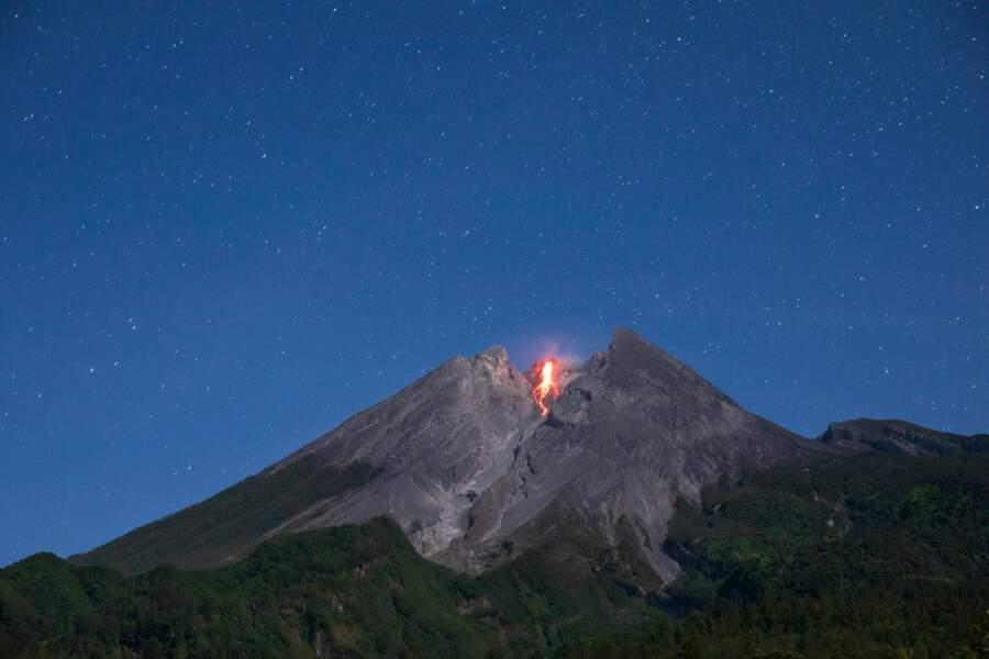 Eruption dans la nuit