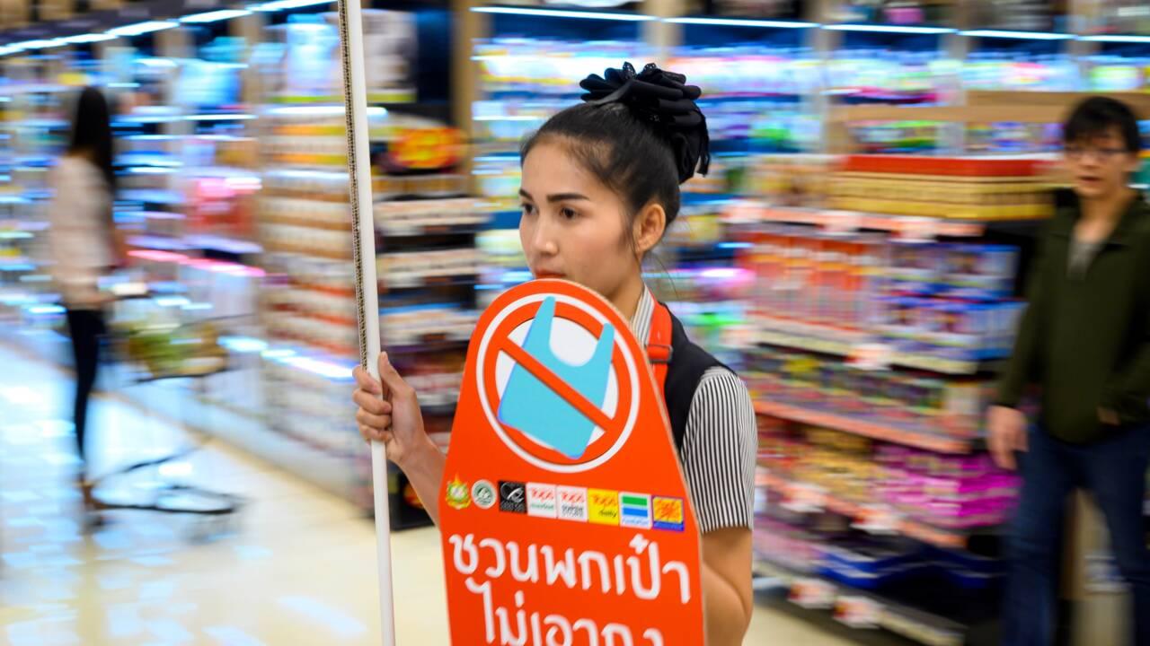 En Thaïlande, les supermarchés disent adieu aux sacs plastique