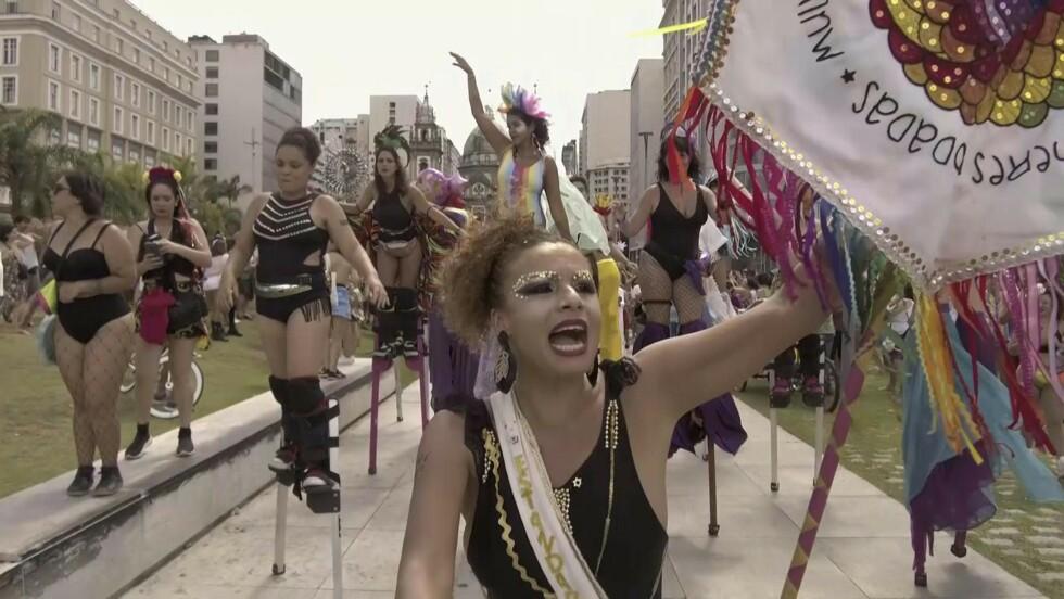 Brésil : ouverture officieuse du carnaval de Rio par un défilé anti-féminicides