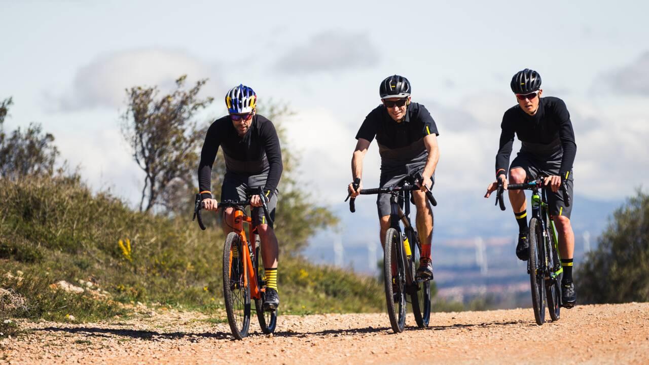 Qu'est-ce que le gravel, ce vélo polyvalent qui séduit les amoureux du biclou ?