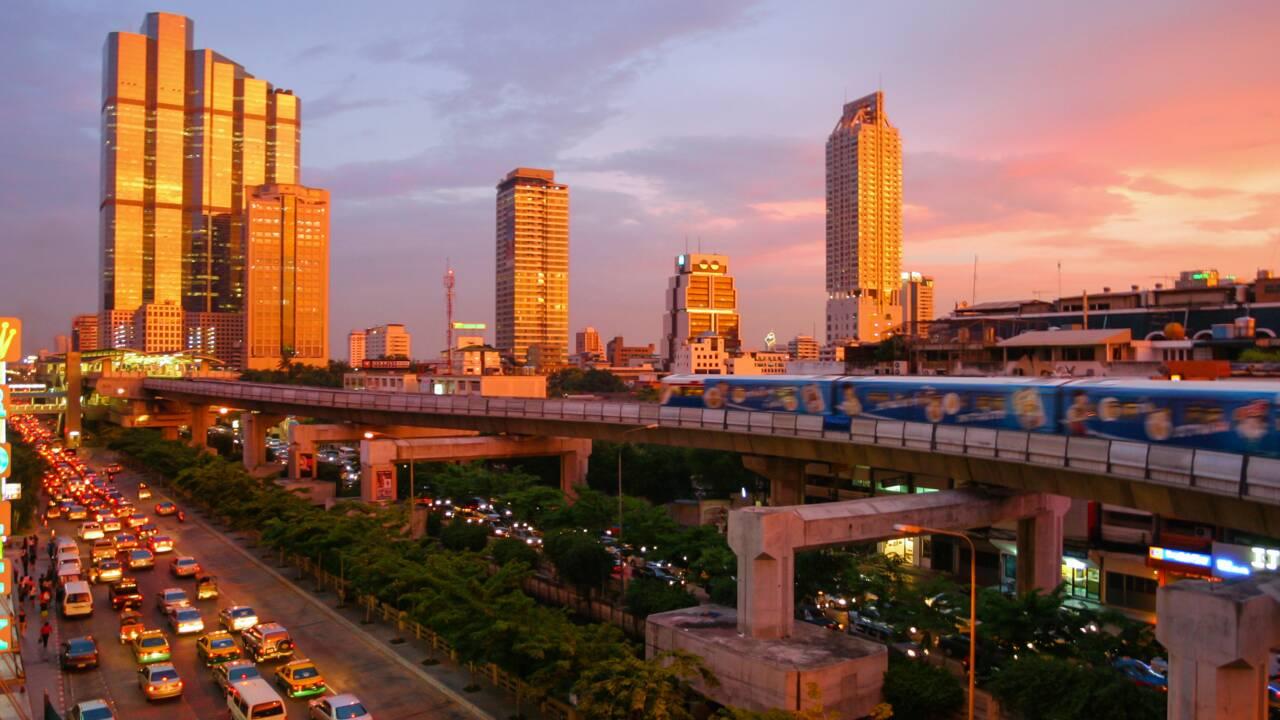 A Bangkok, la plus grande ferme sur toit d'Asie face aux effets du changement climatique