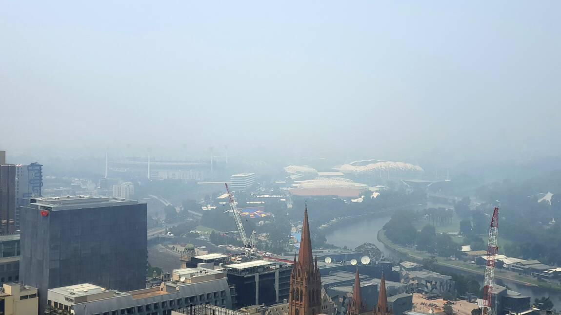 Australie: la fumée des incendies perturbe l'Open de tennis, pluies espérées
