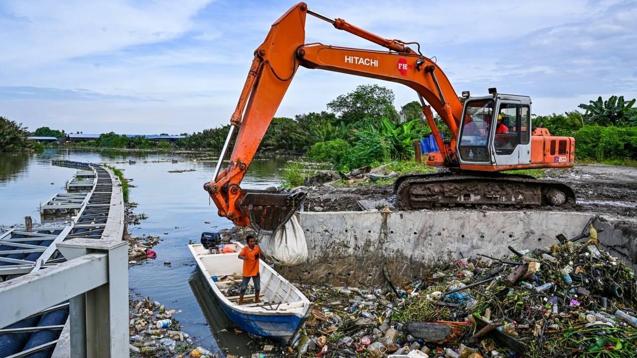 Malaisie: une péniche innovante contre l'invasion du plastique dans les océans