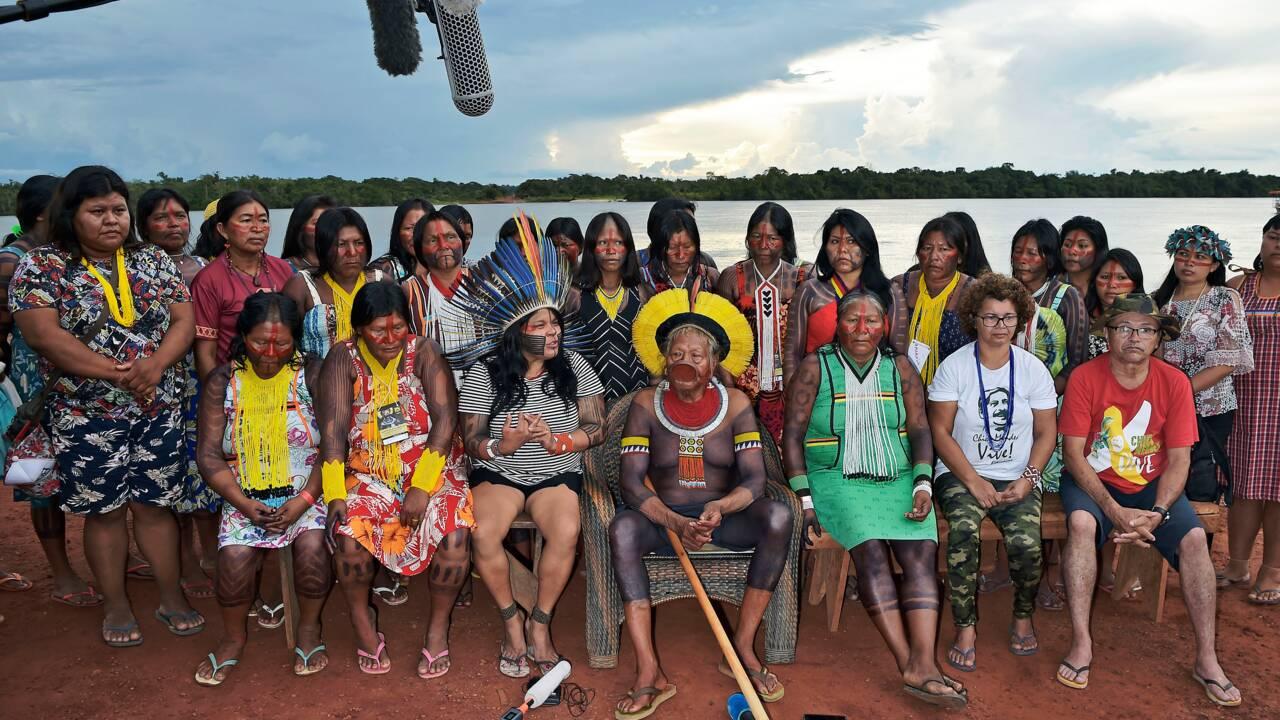 "Selon Raoni, Bolsonaro ""profite"" du coronavirus contre les indigènes"
