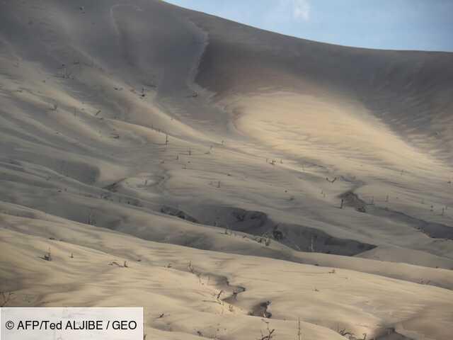 Un paysage de désolation laissé par le volcan philippin