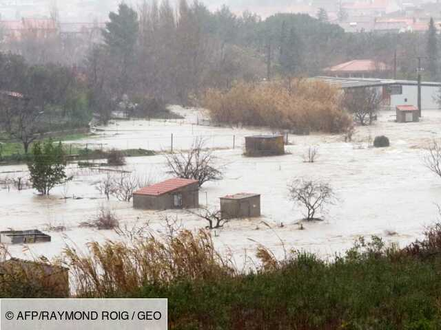 """Tempête Gloria dans le sud: près de 2.000 habitants évacués, """"on est fatigués"""""""
