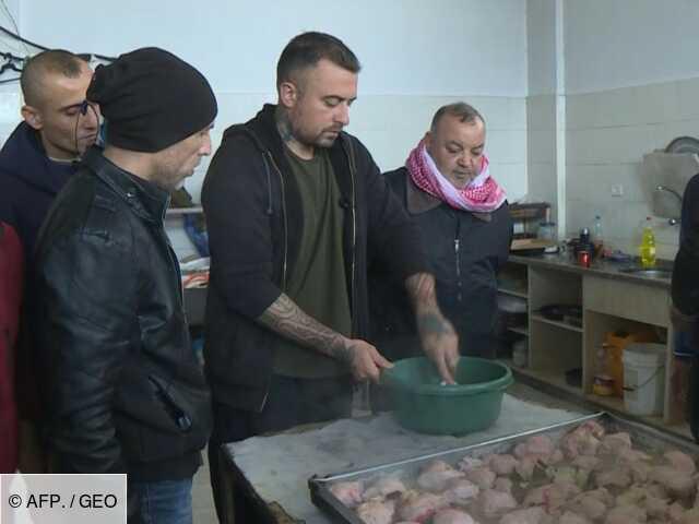 Un chef italien enseigne l'art des pâtes... à des prisonniers de Gaza