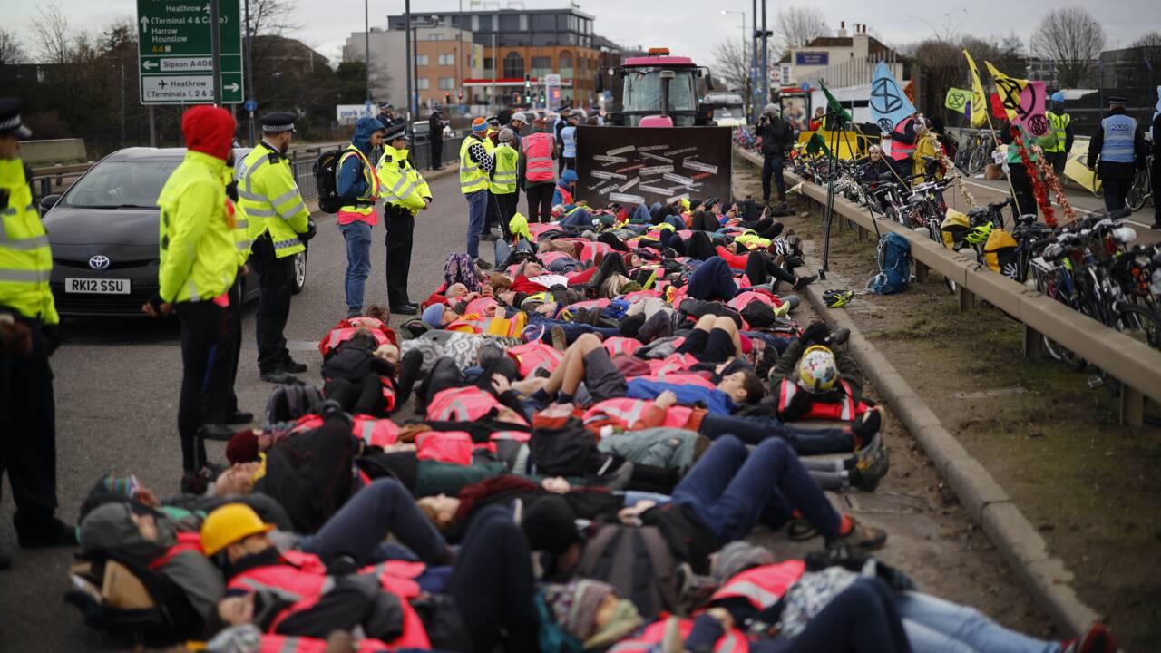 Royaume-Uni: Johnson avance l'interdiction des voitures diesel et essence