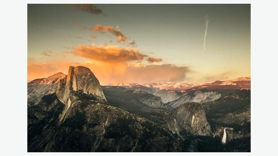 Le parc national de Yosemite situé dans les montagnes de la Sierra Nevada, dans l'est de la Californie